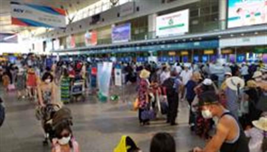 越南峴港大動作疏散8萬人。(路透)