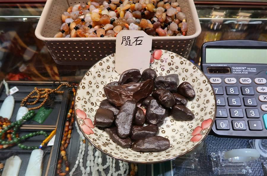 新疆國際大巴扎,連隕石都有賣。(作者提供)