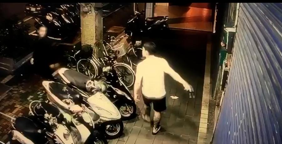 堀江町幫幫派成員在店家門口站崗騷擾上門顧客,讓店家苦不堪言向警方尋求協助。(民眾提供/李文正台北傳真)