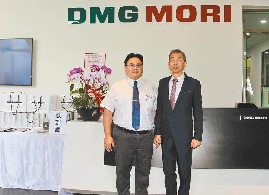 海德漢總經理蔡易霖(左)與德馬吉森精機總經理王繼聖(右)共同於DMG MORI台灣技術研討會中合影。圖/李淑慧