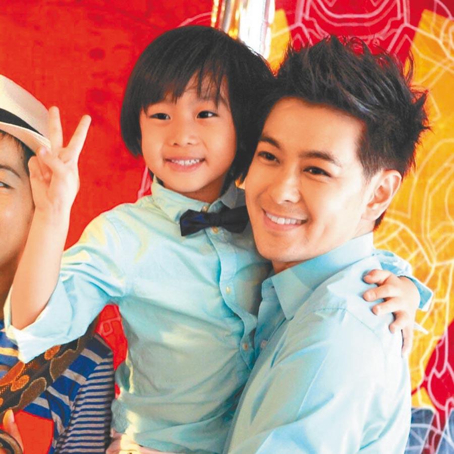 林志穎(右)的大兒子Kimi已經10歲了。(摘自林志穎IG)