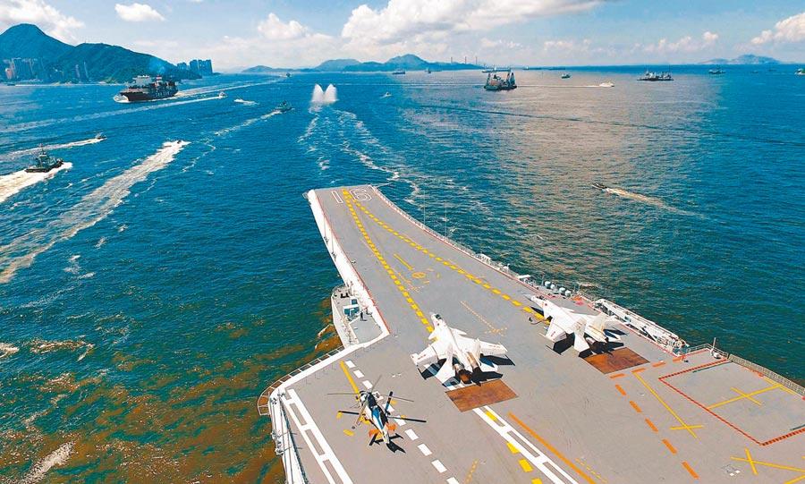 4月12日,中共遼寧號航母率艦隊南下,穿越台灣東北部海域。圖為大陸航母遼寧艦。(新華社資料照片)