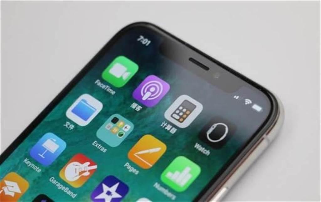 iPhone X的TrueDepth相機形成的「瀏海」是一大特色,但也被不少人詬病,今年有沒有可能迎來改變呢?(黃慧雯攝)