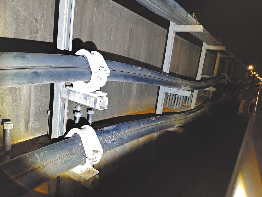 桃園機場捷運電纜線劣化維修。(潘千詩翻攝)