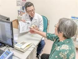 阿婆脊椎滑脫致腳痛走路沒力脊椎微創內視鏡手術改善