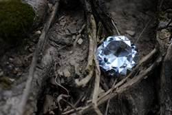 印度大叔花80元租荒地 挖出200萬10克拉鑽石