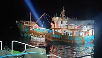 大陸漁船越界捕高價魚獲  海巡署4艘艦艇包抄逮捕18人