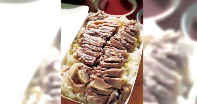 當日現宰殺的溫體鵝,肉質柔嫩肥美。(鵝肉飯60元)(圖/于魯光攝)