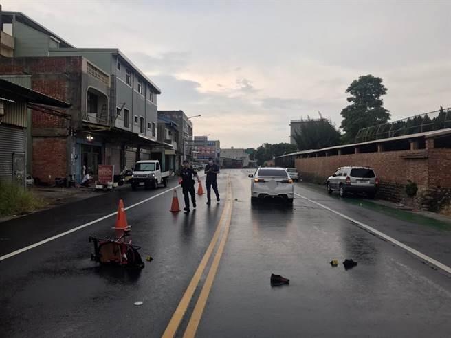 事故現場留有推車與血跡。(民眾提供/巫靜婷苗栗傳真)