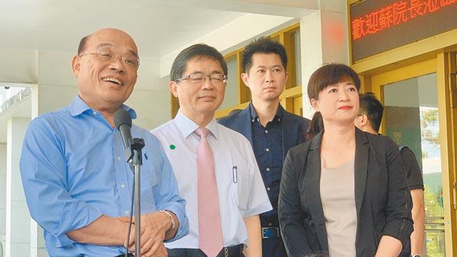 行政院長蘇貞昌(左),27日在南投表示,他上任就給新北市2000多億元經費。(廖志晃攝)