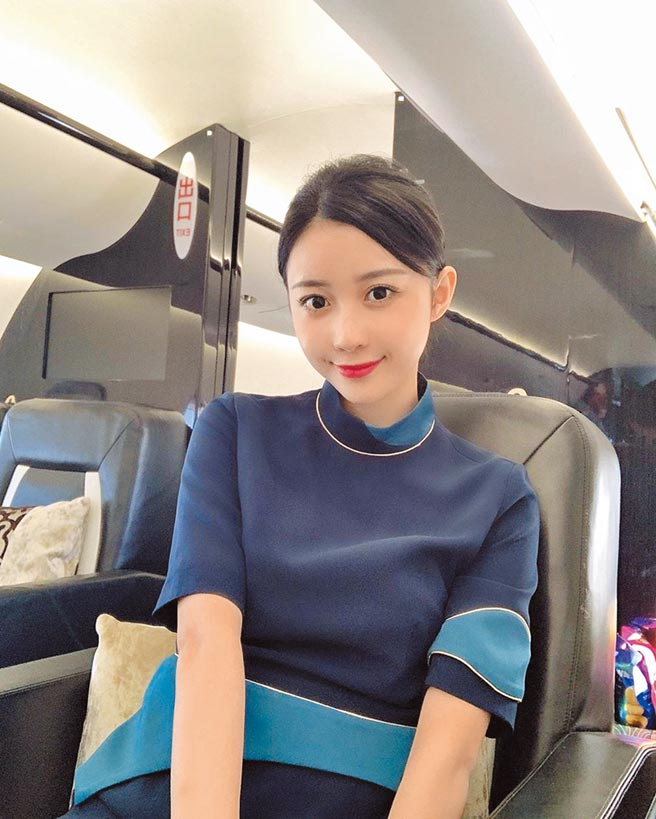 Luna是上海東方航空的空姐。(摘自IG)
