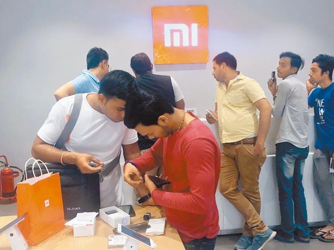 小米是印度市占率最高的手機品牌。圖為位於新德里市區的「小米之家」。(中新社資料照片)