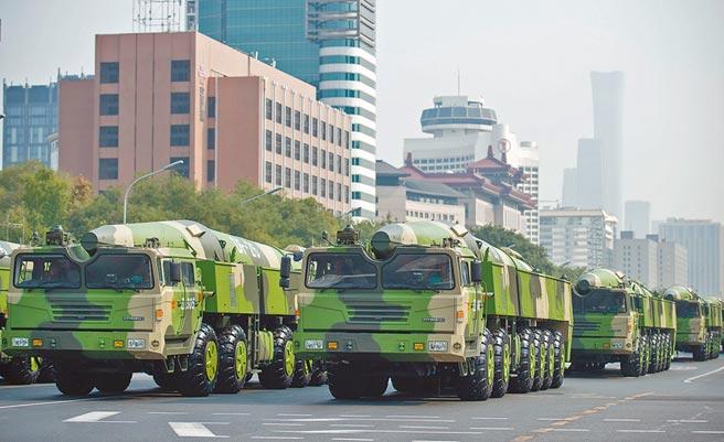 解放軍東風-26飛彈方隊。(新華社資料照片)