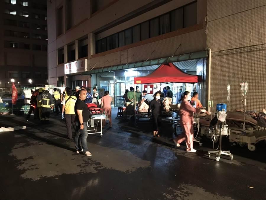 台北市立聯合醫院忠孝院區地下一樓傳火警,超過30名病患被疏散,所幸火警沒造成傷亡,虛驚一場。(民眾提供/胡欣男台北傳真)