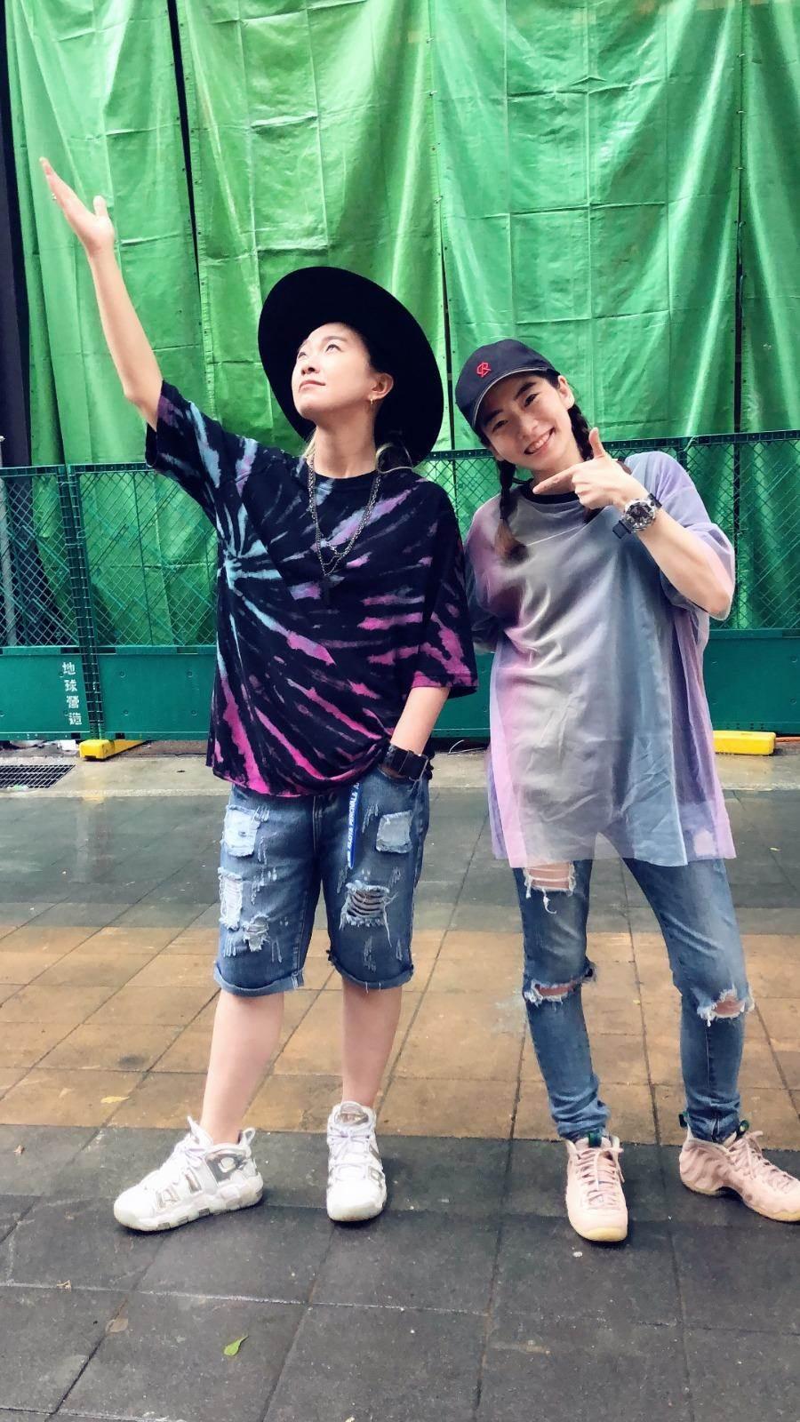 張芸京和羅小白首次在街頭演出。經紀人提供