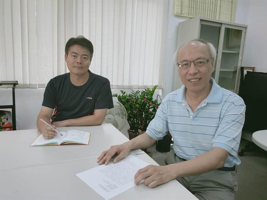宏國德霖科大招生中心老師蔡顯榮(左)、宏國德霖科技大學招生中心主任林昇立(右)均表示,該校辦學採就業導向,讓學生畢業即就業。(李侑珊攝)