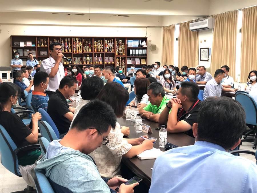 教育建設座談會潭子、大雅、神岡及后里等33所國高中、小學校參與,並提出各校設備所需。(王文吉攝)
