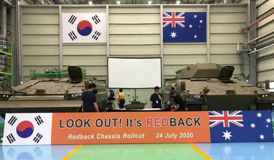 韩华AS21「红蜘蛛」战斗车交付澳洲陆军的典礼。(图/Hanwha)