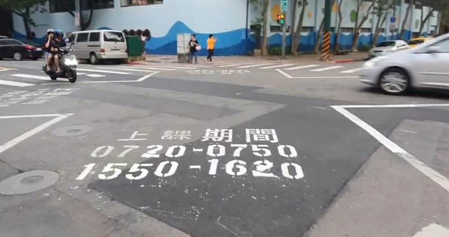 中央北路一段道路共同整合工程,造成路面凹凸不平,鄰近學童安全問題家長憂心。(照片/游定剛 拍攝)