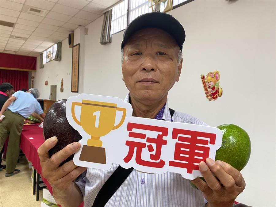 竹崎鄉沙坑村的陳永昌今年首度參賽就獲得冠軍殊榮。(張亦惠攝)