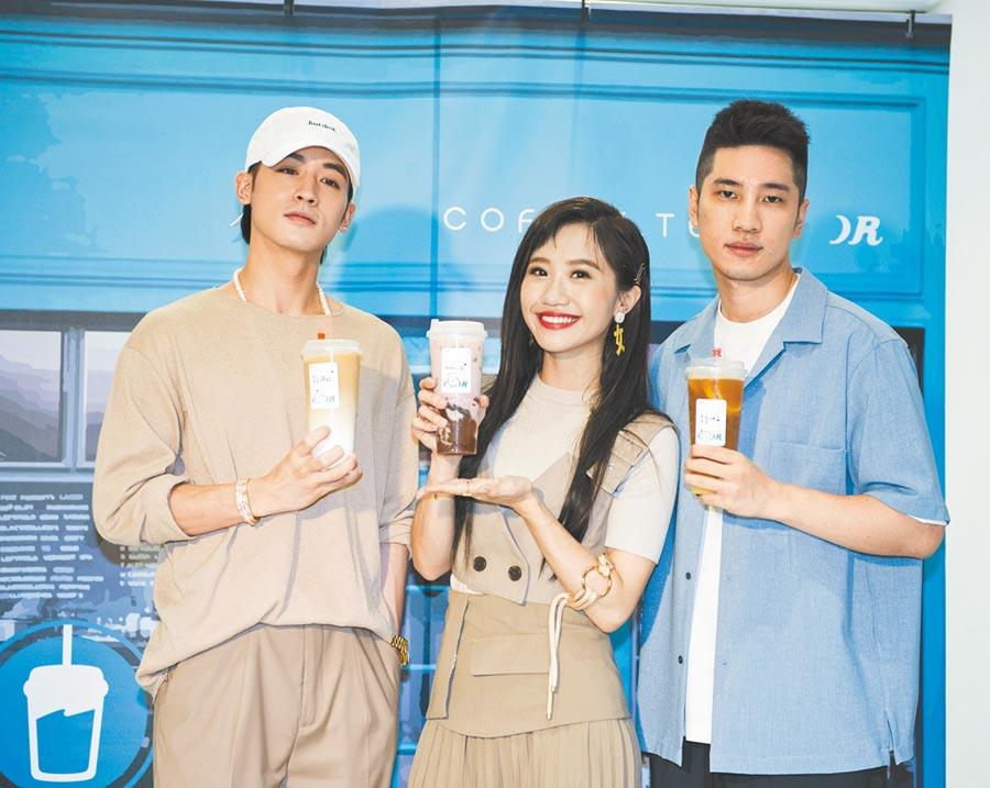 小樂(左起)、Lulu與陳銳合資300萬開店,昨開新品記者會。(coffee.tea.or提供)