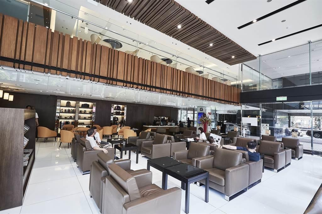 近年來LEXUS斥資數億元重新打造新穎典雅的客休室,以精緻的餐點與媲美五星級飯店的設施