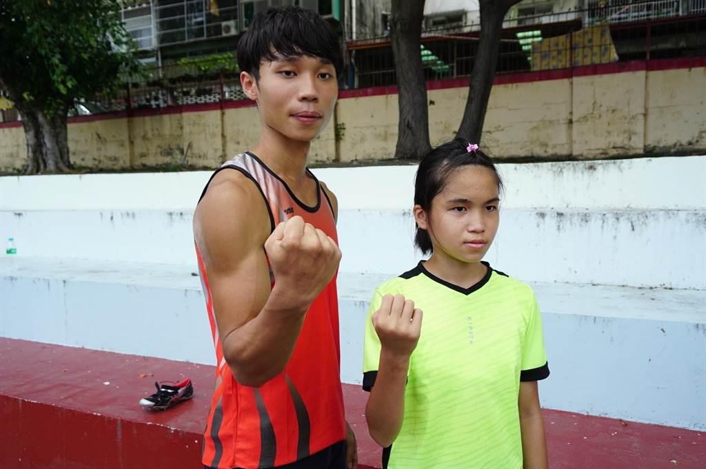 職業田徑選手吳農彬(左)擔任全盲吳宜容(右)的陪跑員。(王文吉攝)