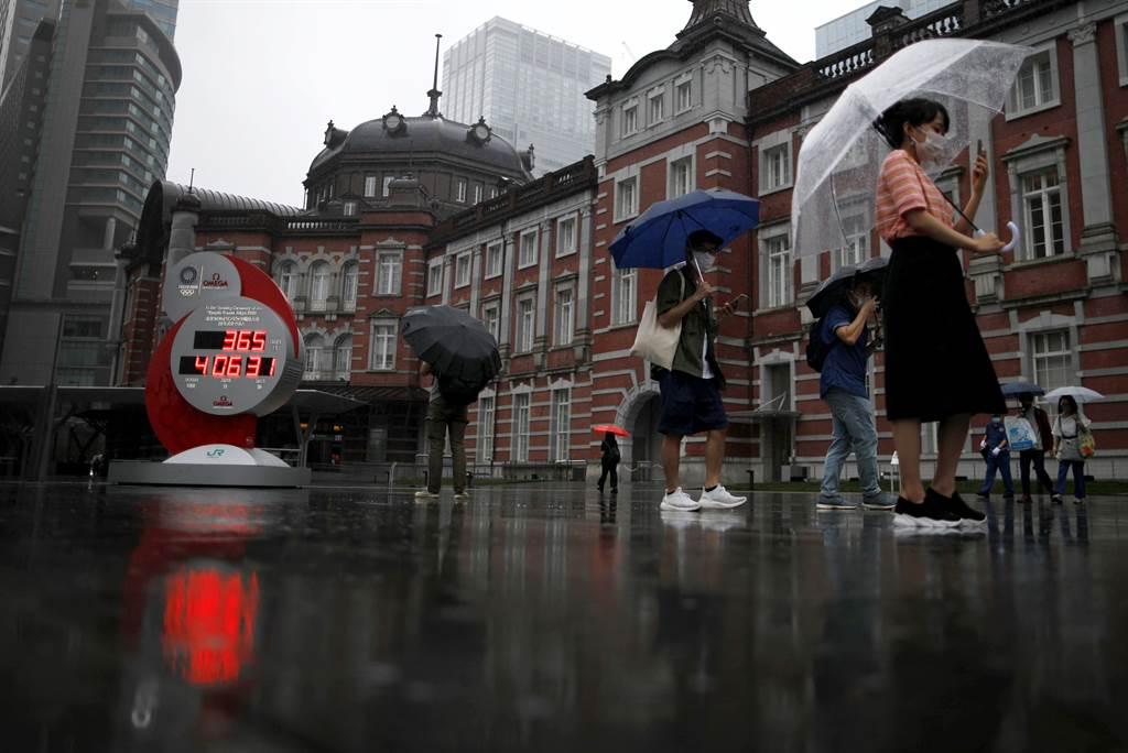 日本新冠肺炎單日確診破千人  唯一零確診的岩手縣也淪陷。(圖為東京車站前,路透社)