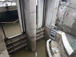 緩解優養化 龍潭大池出水堰電動閘門8月底完工