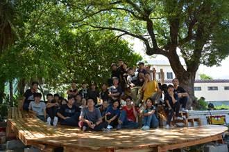 大學生改造花蓮新城老社區 老樹下平台納涼