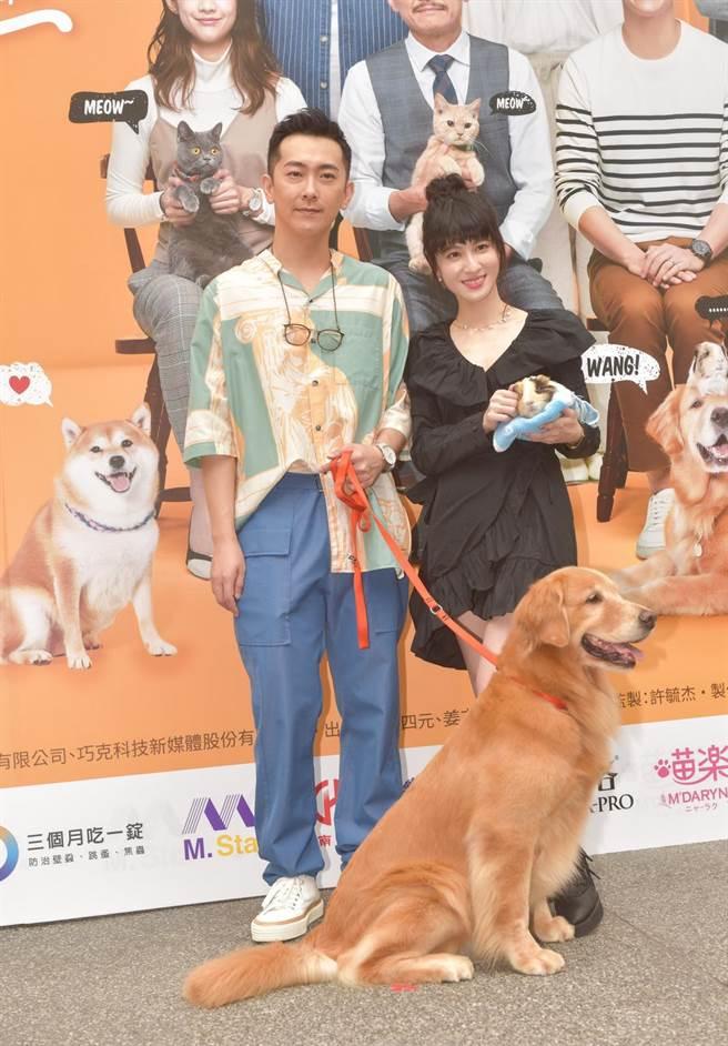 《黑喵知情》首映会,施名帅(左)、连俞涵(右)。(卢祎祺摄)