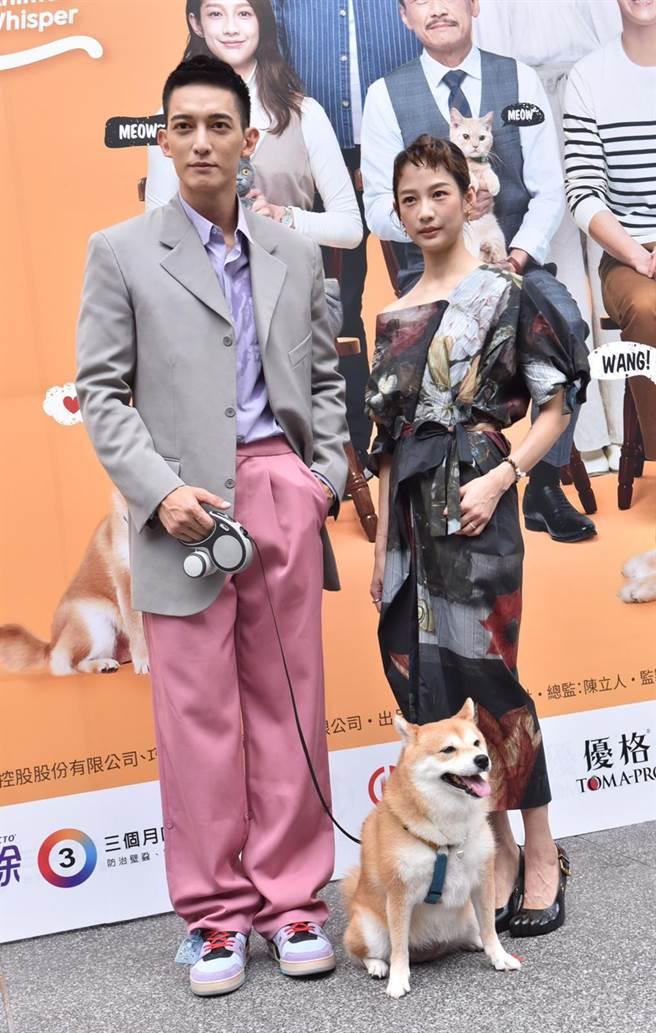 《黑喵知情》首映会,王家梁(左)、简嫚书(右)。(卢祎祺摄)