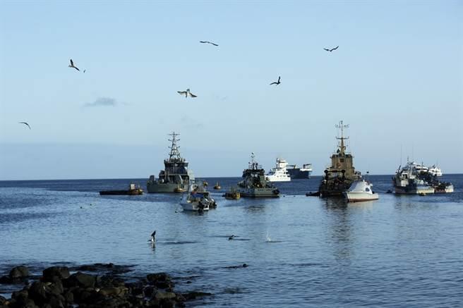 厄瓜多著名的加拉巴戈斯群島(Galapagos Islands)外海驚現約260大陸漁船集結,疑似要獵捕瀕危鯊魚。(資料照/美聯社)