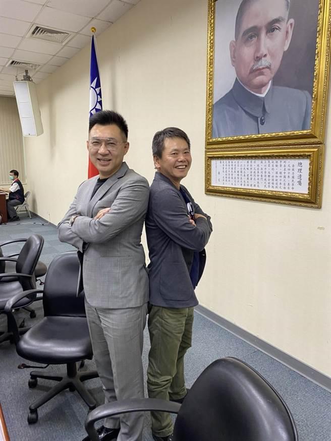 圖說:國民黨主席江啟臣今天與黨團總召林為洲今天在中常會上合影,打破不合傳聞。(民眾提供)