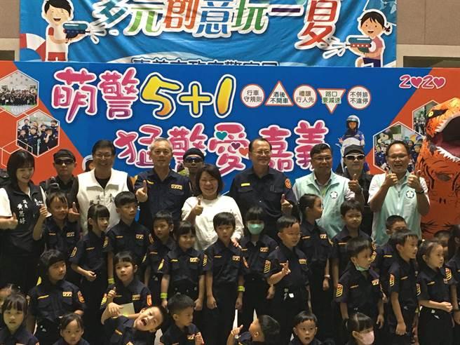 嘉义市萌警学校开学,小萌警超可爱,逗乐全场。(廖素慧摄)