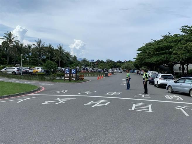 東管處也加強停車疏導,盼能疏解交通壅塞。(東管處提供/羅亦晽花蓮傳真)