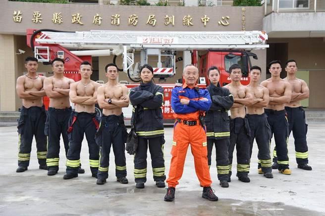 苗栗縣消防局將推出消防月曆,展現消防員的力與美及在地意象。(苗栗縣政府提供/何冠嫻苗栗傳真)