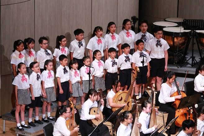 苗栗市公所扎根客語成立「苗栗市客家兒童合唱團」,今年將推動客家生活情境計畫,落實客語生活化。(苗栗市公所提供/何冠嫻苗栗傳真)
