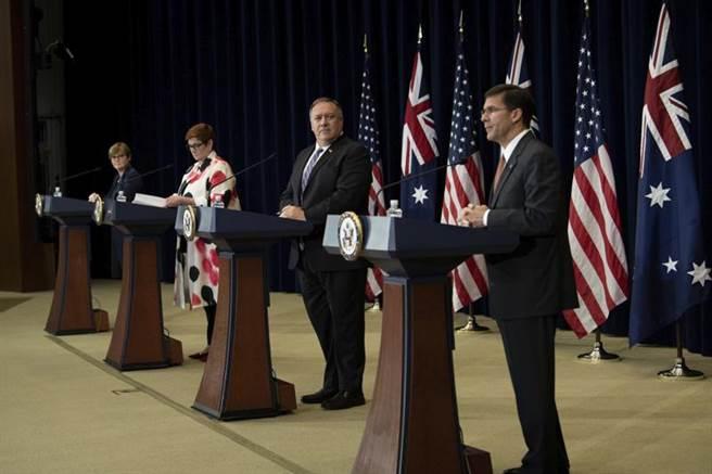 美澳外交與國防部長級「2+2」會談在華盛頓舉行,雙方會後共同發表聯合聲明。圖中右起為美國防部長艾斯培、美國務卿蓬佩奧、澳外長佩恩與澳國防部長雷諾茲。(圖/美聯社)