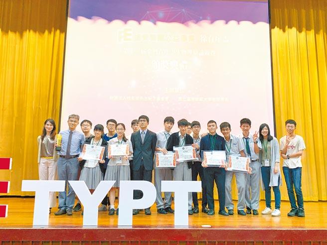 嘉義協同中學在本屆「徐有庠盃物理辯論賽」活動中,勇奪總冠軍殊榮。