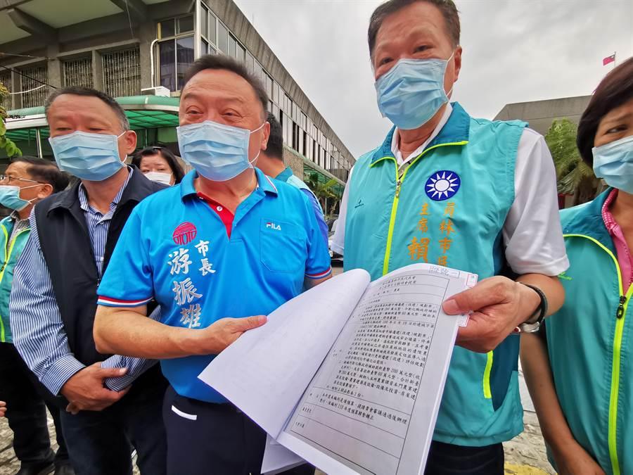 員林市長游振雄表示,網友在網路上散播謠言,嚴重影響市公所及市民代表會聲譽,今站出來就是要捍衛公所與代表會清白。(吳建輝攝)
