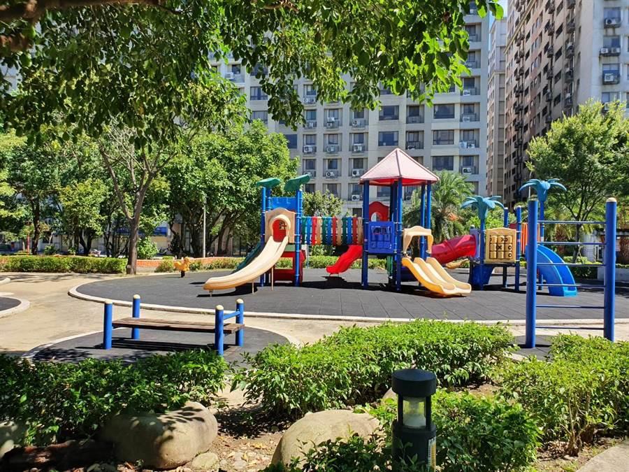北大社區萬坪公園趕建工程本已設計完成,但現在沙坑問題引發爭議,樹林區公所希望聽取雙方意見後再行決定最後方案。(張睿廷攝)