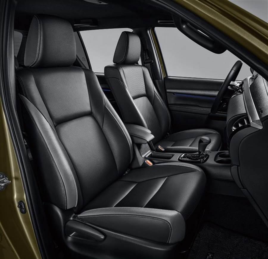 座椅部分,則採雙色座椅以及前座通風座椅,體貼照料車內乘客。