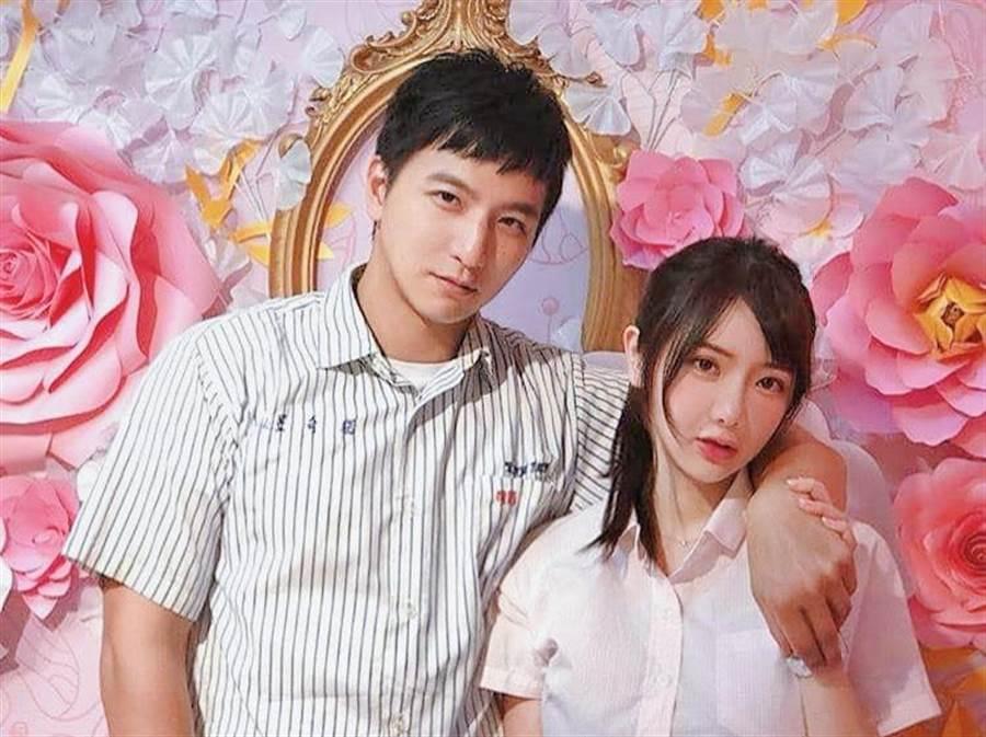 杨奇煜宣布与护理师女友结婚,开心晒出合影。(杨奇煜提供)