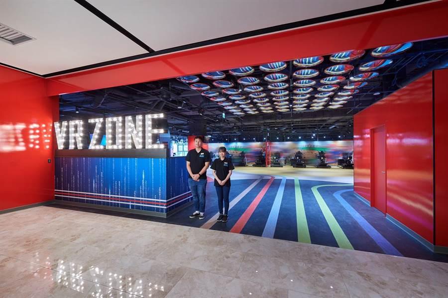 宏匯廣場9樓VR ZONE有12種IP虛擬實境遊戲,每款票價350元,持聯名卡享85折。(宏匯廣場提供)