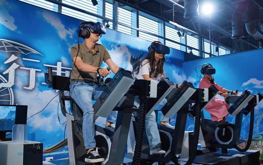 宏匯廣場9樓VR ZONE有12種IP虛擬實境遊戲,「飛翔自行車」是其中之一。(宏匯廣場提供)