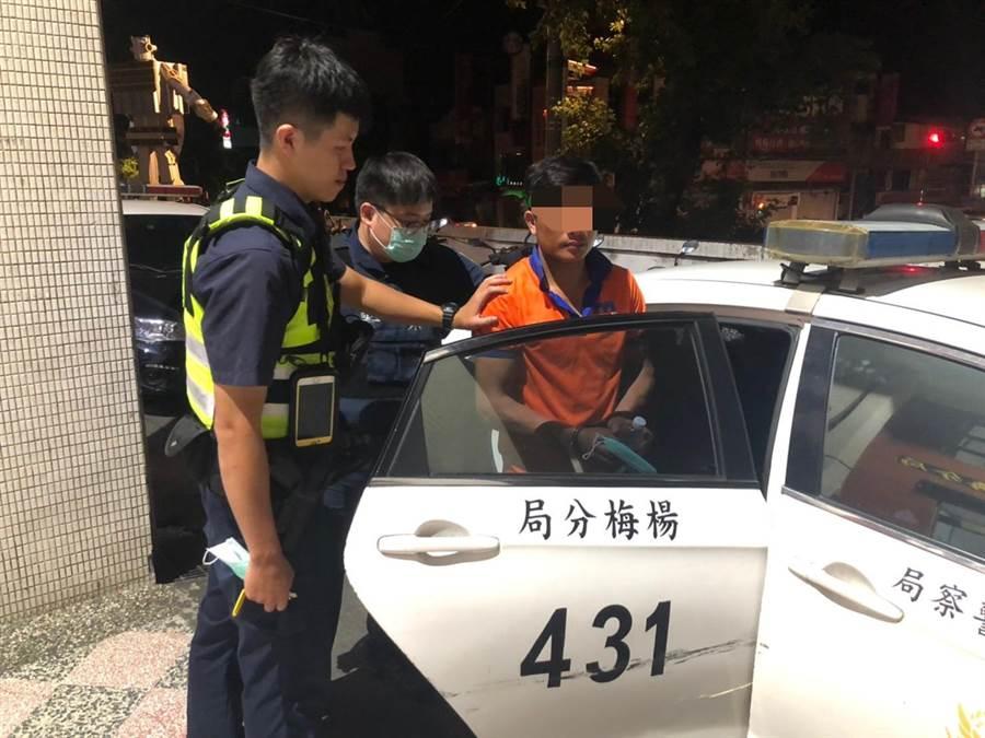 楊梅警因觀察敏銳,進而順利逮捕失聯移工。(楊梅警分局提供/黃婉婷桃園傳真)
