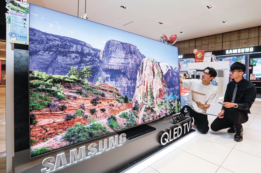 友達搶宅經濟娛樂商機,8K無邊框電視面板打入頂級家用市場。圖/業者提供