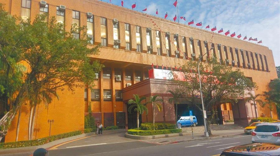 知名建商邱麟涉嫌炒股,台北地檢署28日指揮調查局約談他。(資料照片)