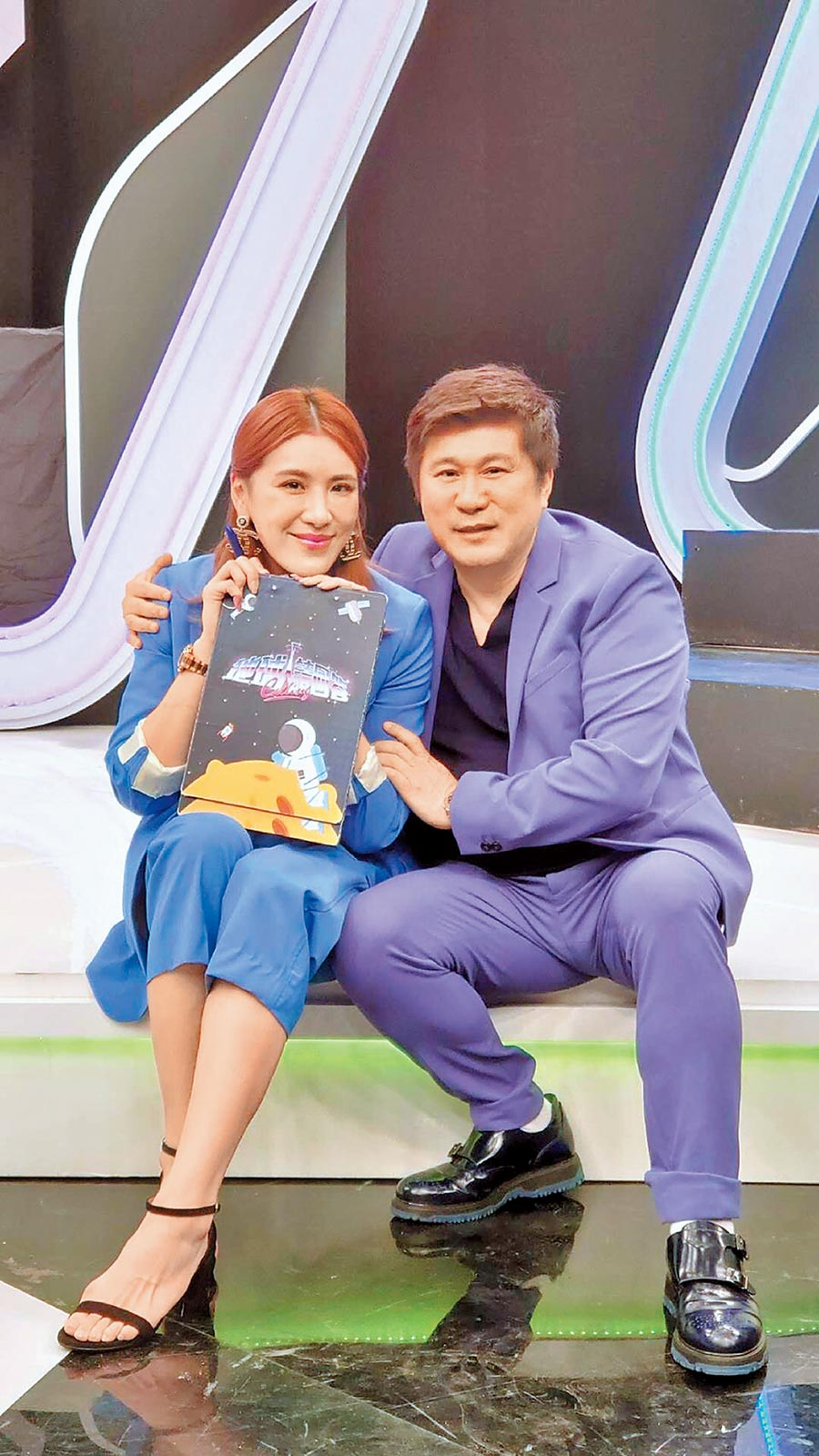 胡瓜(右)、小禎認為父女一起主持中天綜合台《地球人請回答》是很珍貴的經驗。(胡瓜提供)